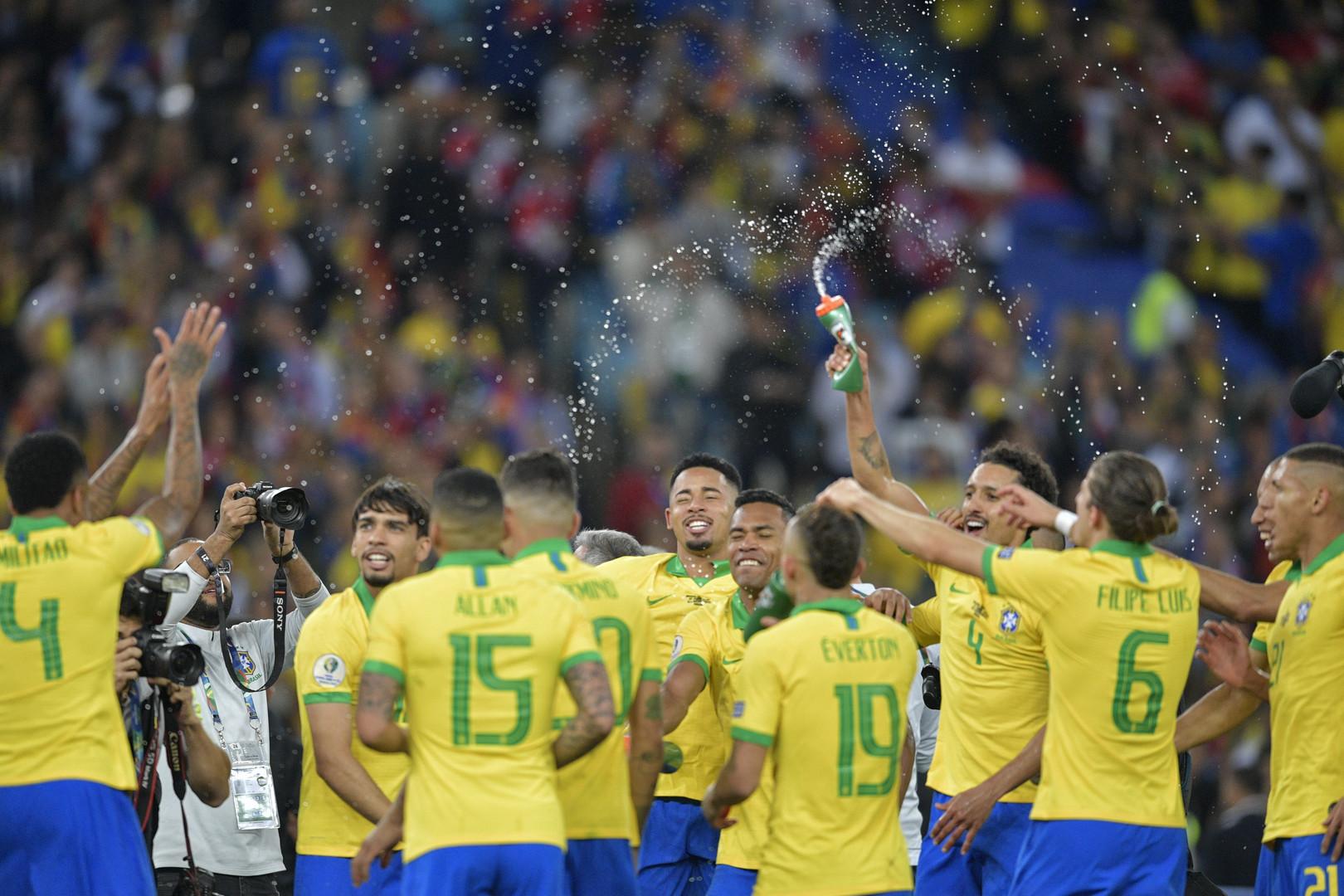 البرازيل تتوج بلقب