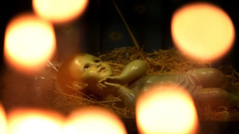دمية تمثل المسيح طفلا ببيت لحم - أرشيف