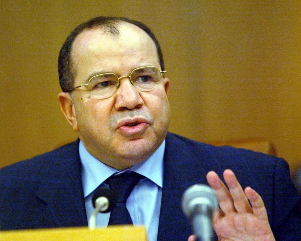 القضاء الجزائري يأمر بحبس وزير سابق