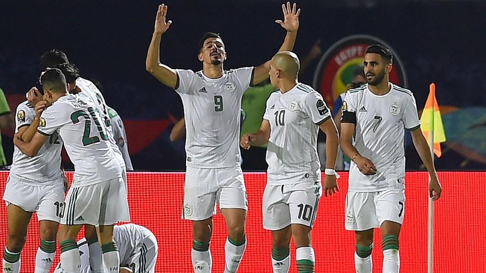 نجم منتخب الجزائر يقترب من الدوري الإسباني