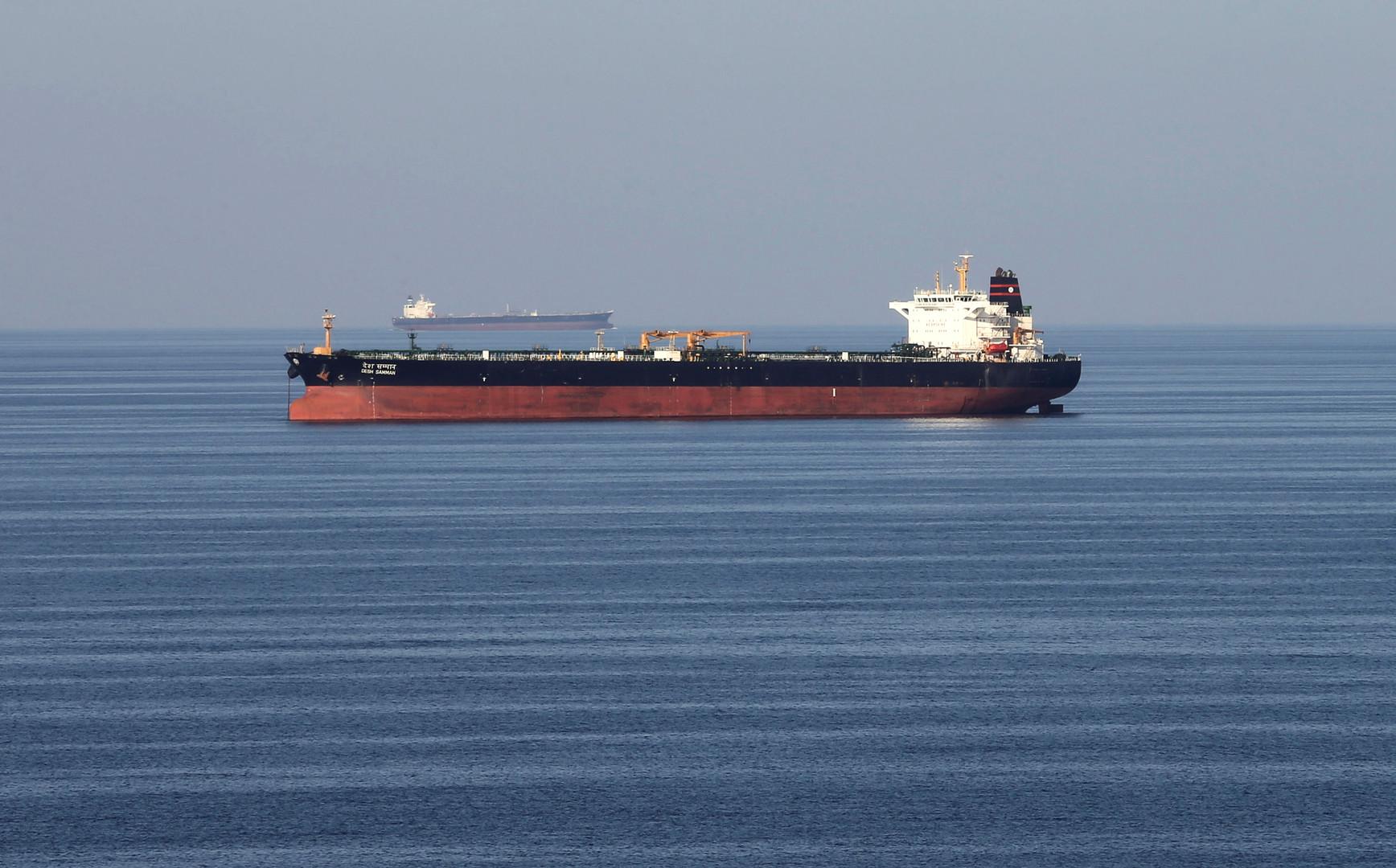 الحرس الثوري الإيراني ينفي أنباء اعتراض قواربه لناقلة نفط بريطانية في مياه الخليج
