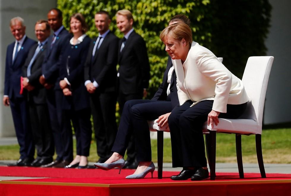 بعد تكرر نوبات الارتجاف.. ميركل تجلس عند استقبالها رئيسة الوزراء الدنماركية