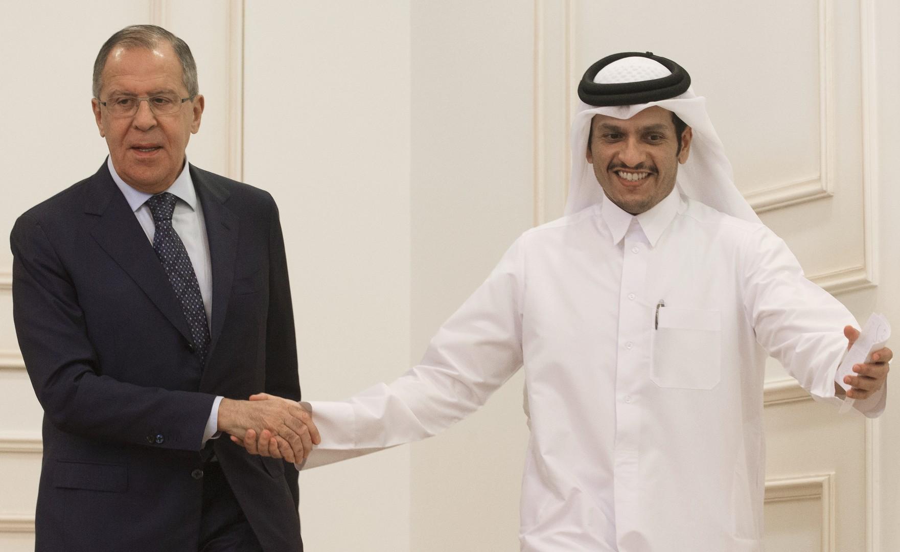 وزير الخارجية القطري، محمد بن عبد الرحمن آل ثاني، ووزير الخارجية الروسي، سيرغي لافروف، خلال لقائهما يوم 30 أغسطس 2017 في الدوحة