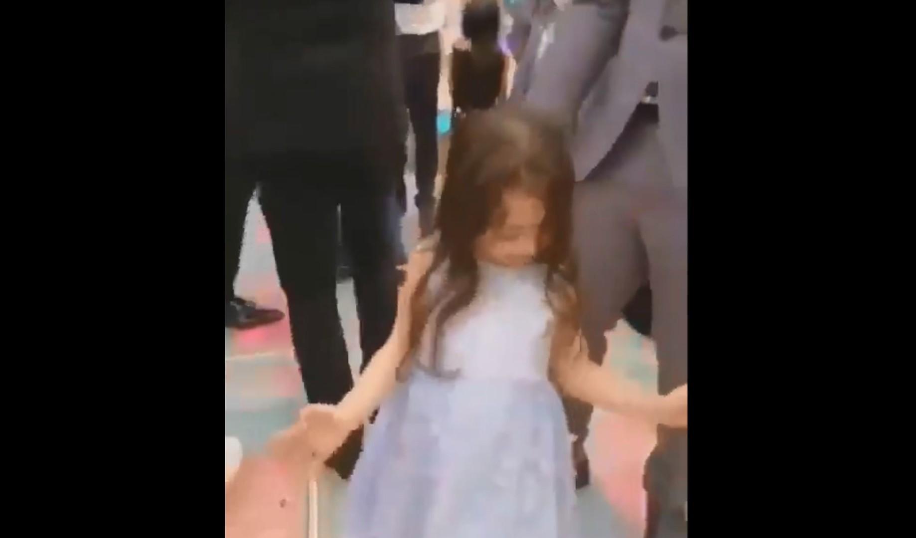 رقصة ابنة محمد صلاح تخطف الأضواء في حفل زفاف بمصر