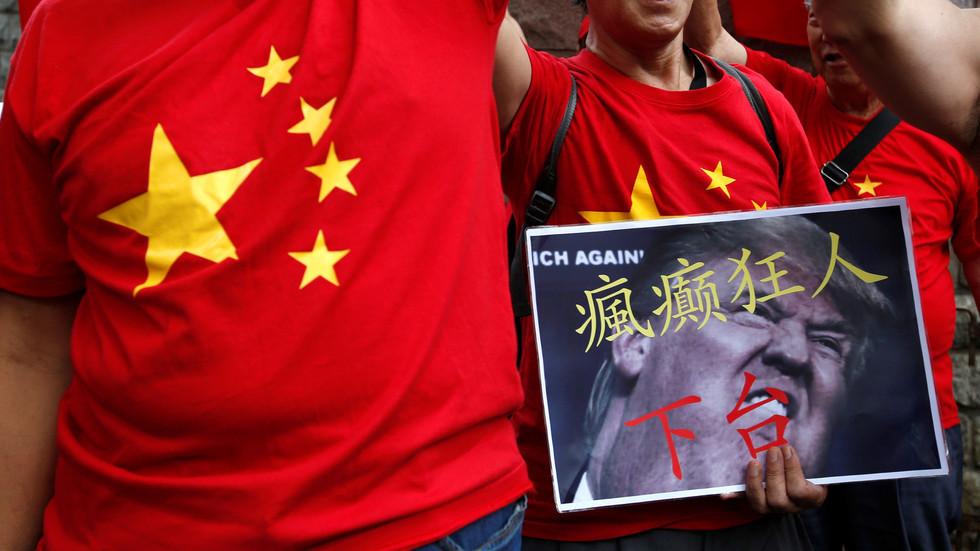 الحرب التجارية بين واشنطن وبكين تلقي بظلالها على التجارة الصينية