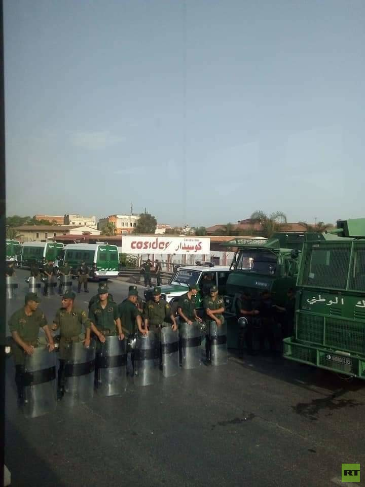 الجزائريون يواصلون الاحتجاج للجمعة الـ 21 (صور)
