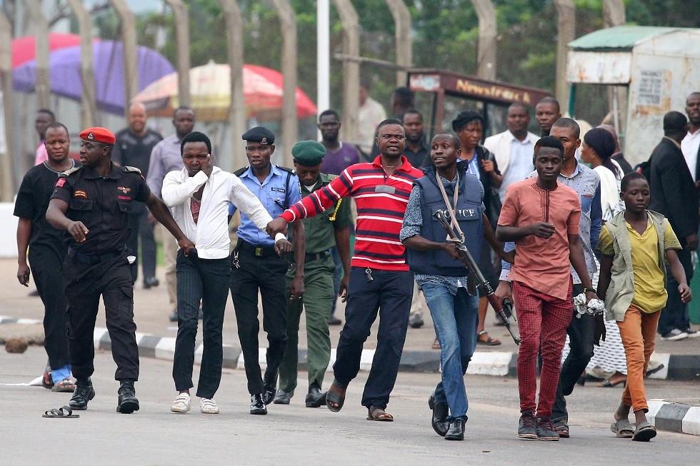 نيجيريا.. توجيه اتهام لأنصار زعيم شيعي بعد مواجهات مع قوات الأمن في أبوجا
