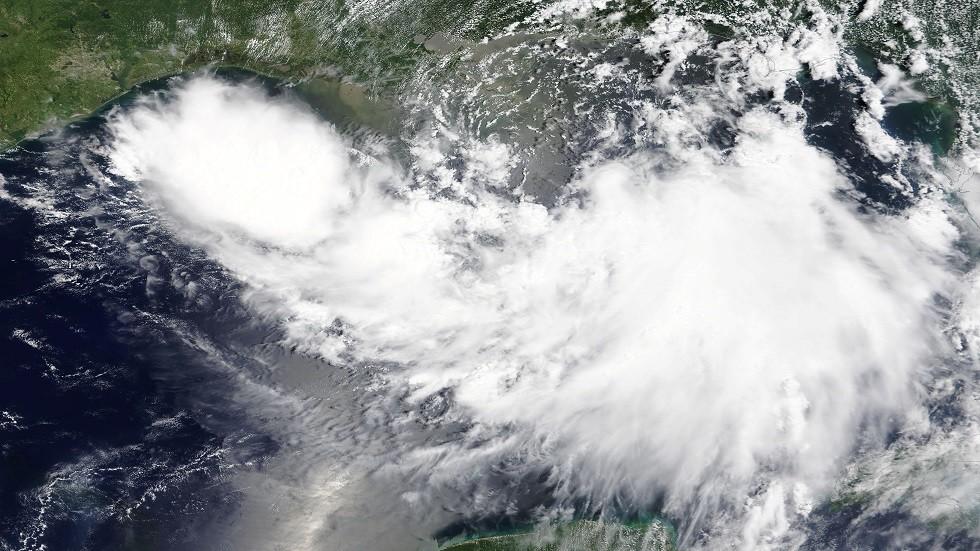 إنذار مسبق لإعصار في ساحل ولاية لويزيانا ونيو أورلينز تستعد