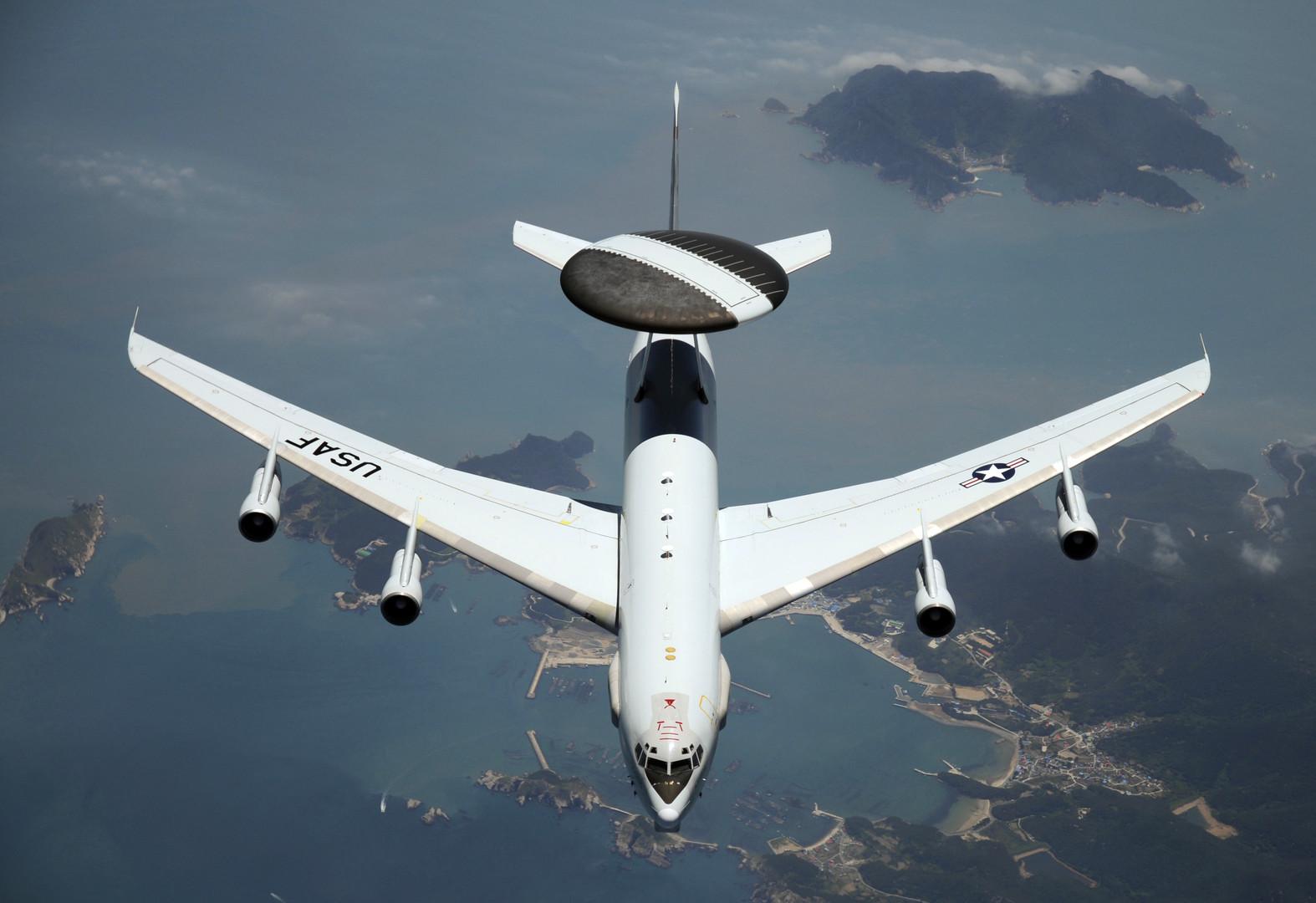 اندلاع النيران في محرك طائرة تجسس أمريكية أثناء التحليق
