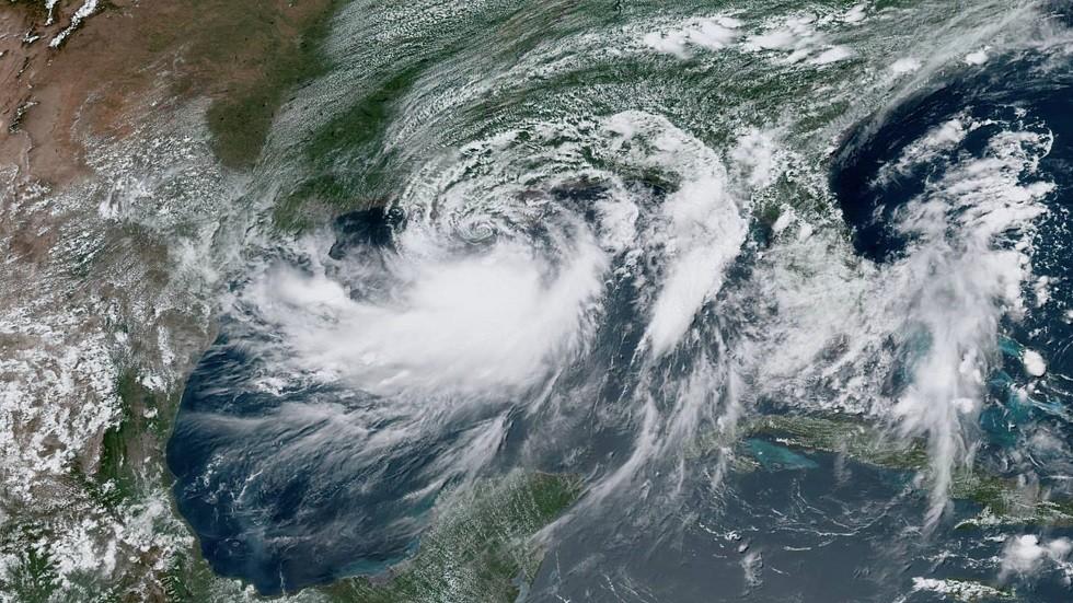 العاصفة الاستوائية