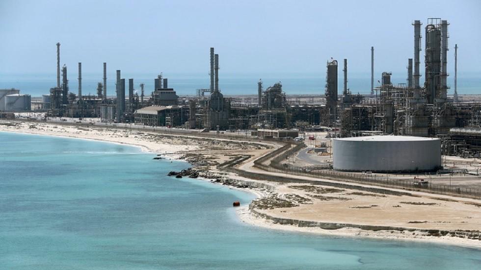 السعودية.. رفع أسعار البنزين  -