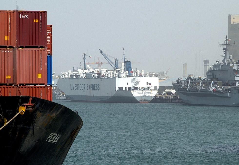 الكويت تتخذ إجراءات أمنية لحماية موانئها وسط التوتر بالخليج