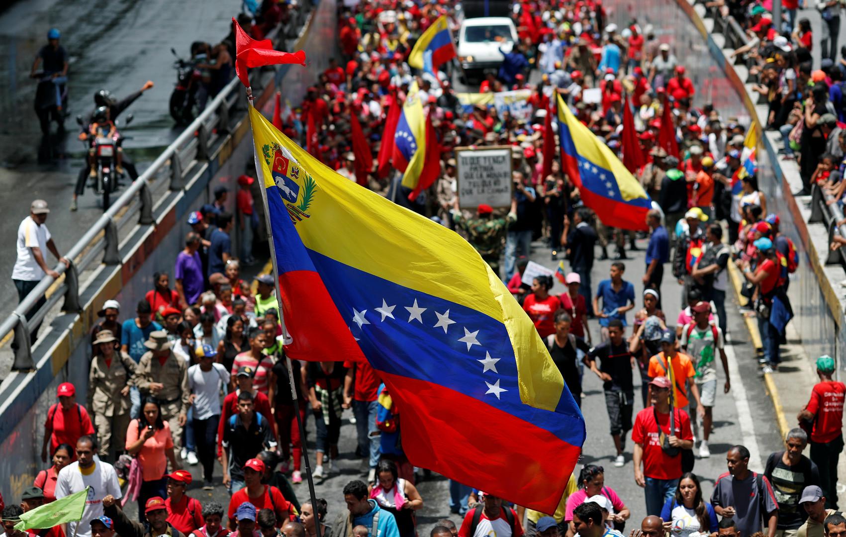 آلاف من أنصار مادورو يتظاهرون ضد المفوّضة السامية لحقوق الإنسان