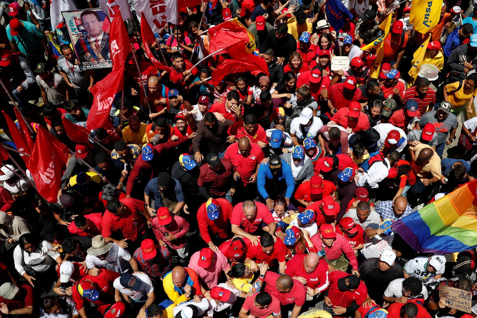 أنصار مادورو يتظاهرون ضد المفوضة السامية لحقوق الإنسان