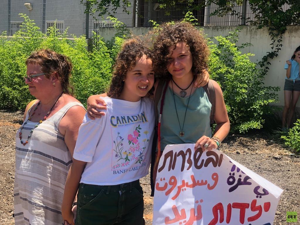 إسرائيلية تتمرد على سياسة بلادها وترفض التجنيد الإلزامي! (صور)