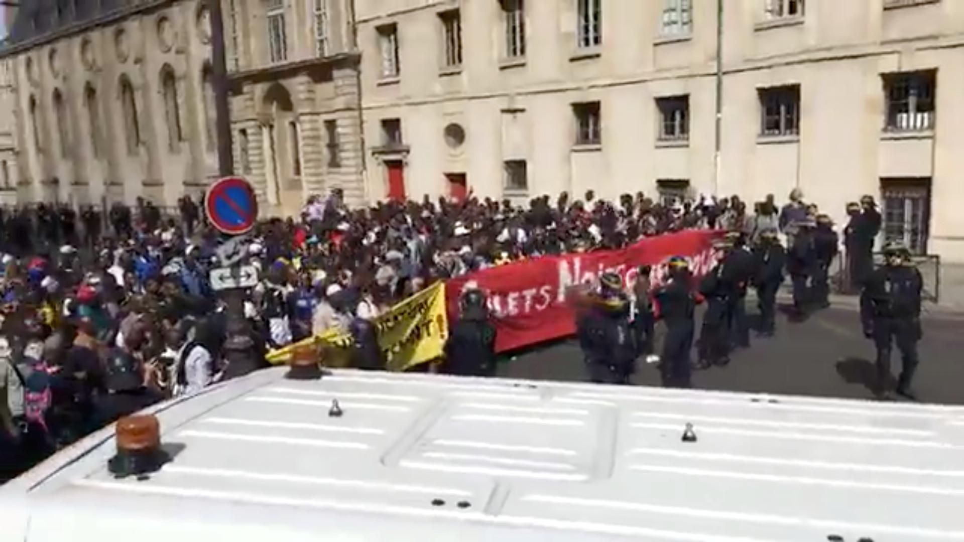 أعمال شغب وسط باريس بالتزامن مع إحياء ذكرى