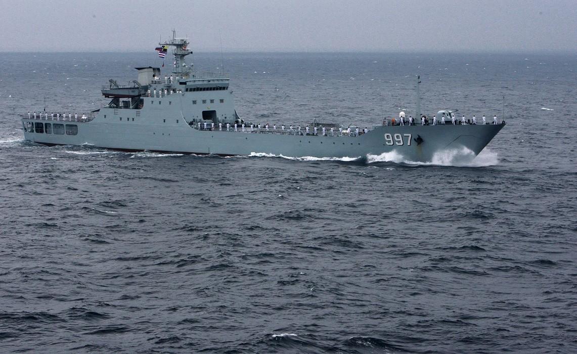 سفينة إنزال صينية أثناء تدريبات بحرية في المحيط الهادئ
