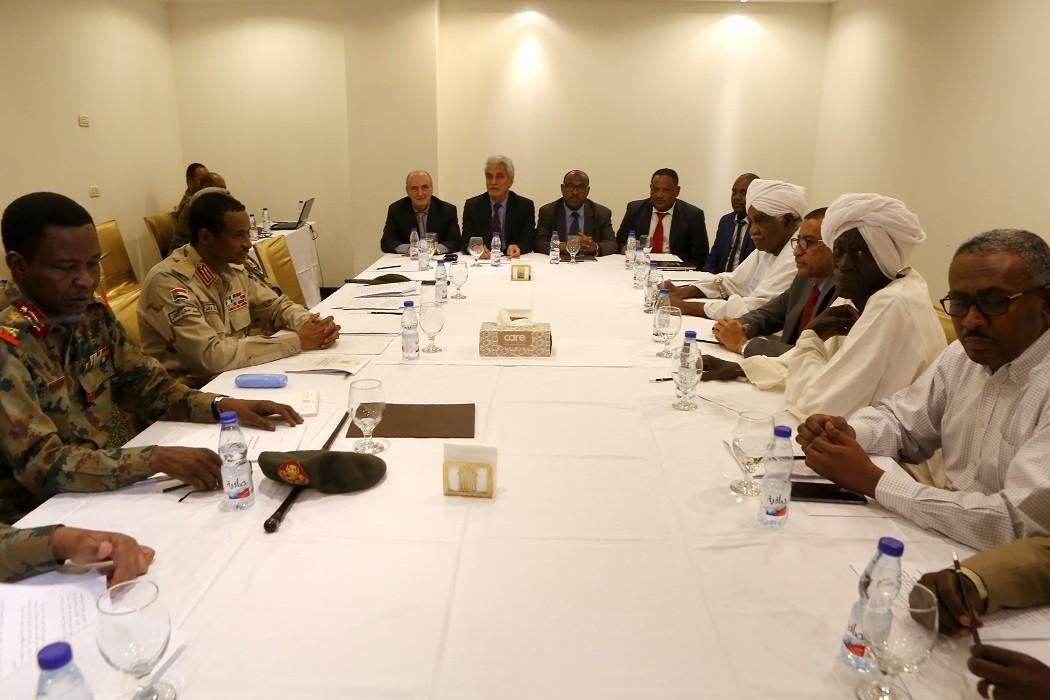 جلسة تفاوضية بين المجلس العسكري الانتقالي وقوى