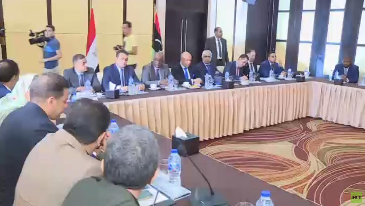أعضاء في برلمان طبرق يجرون مباحثات بمصر