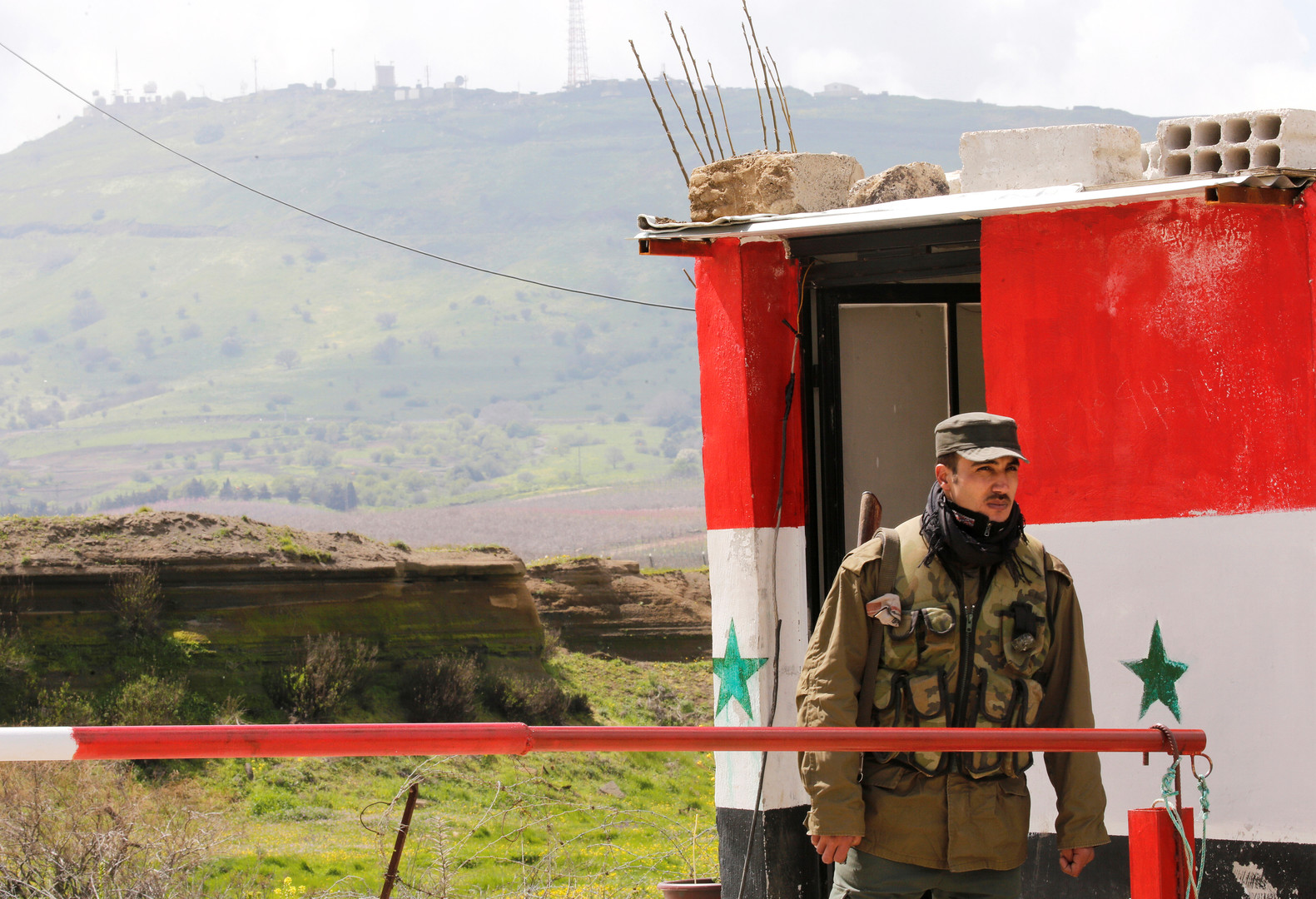 مصدر لـ RT: الشرطة السورية تفتتح نقاط تفتيش قرب الحدود مع العراق -