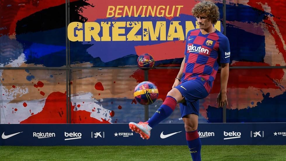 شاهد.. غريزمان يعرض مهاراته أثناء تقديمه لوسائل الإعلام بعد انتقاله لبرشلونة