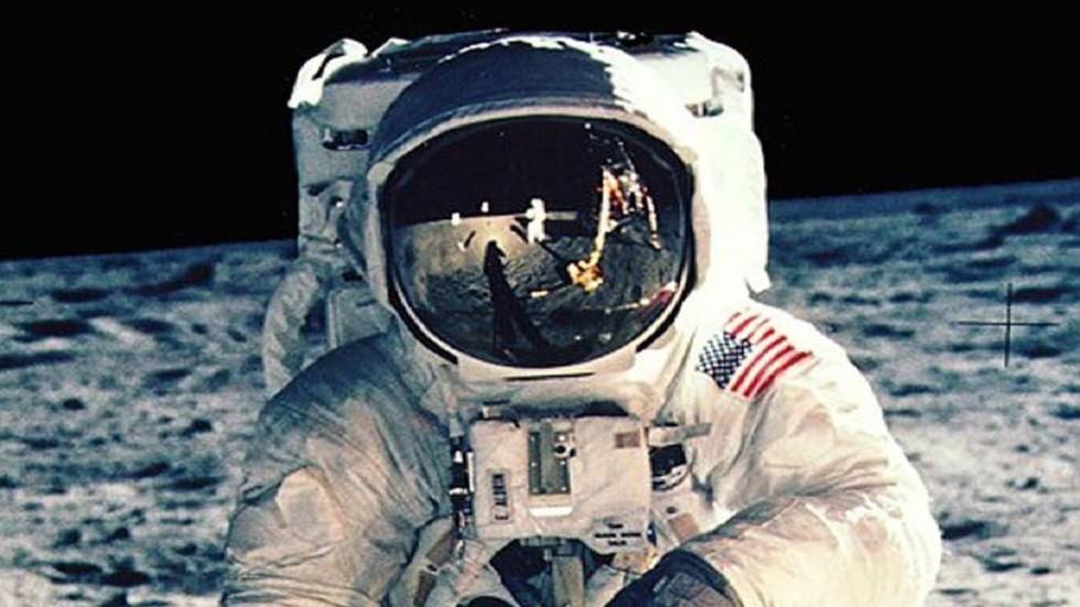 رائد الفضاء، باز ألدرن، على القمر