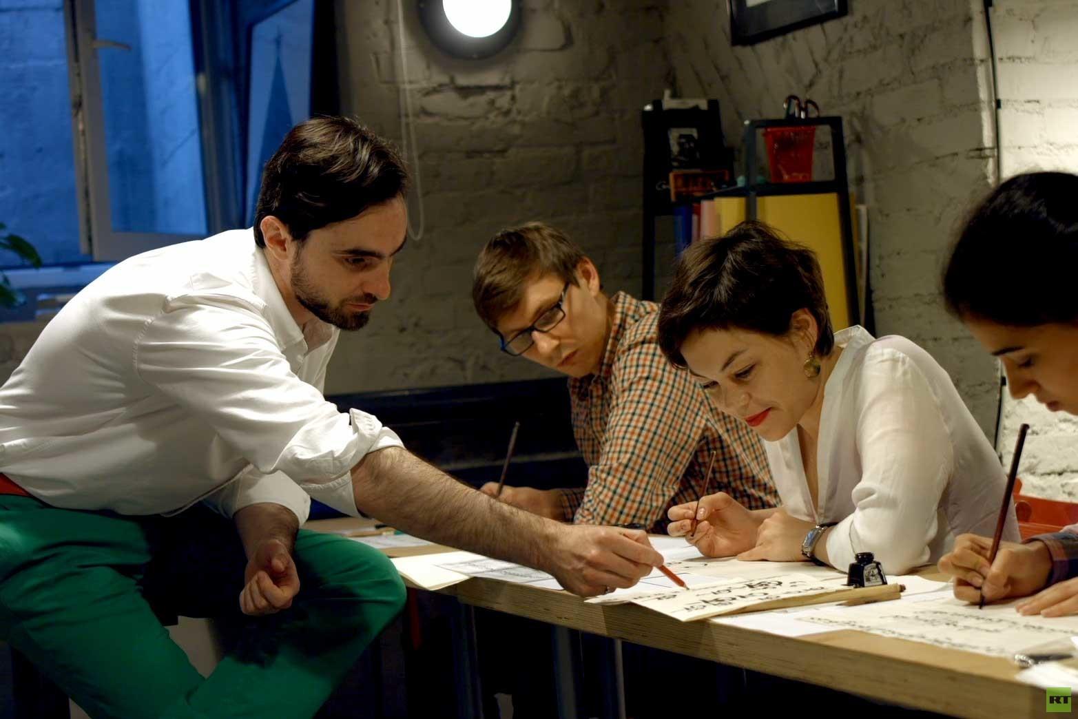 تعلم الخط العربي في موسكو: قصة أستاذ وطلابه