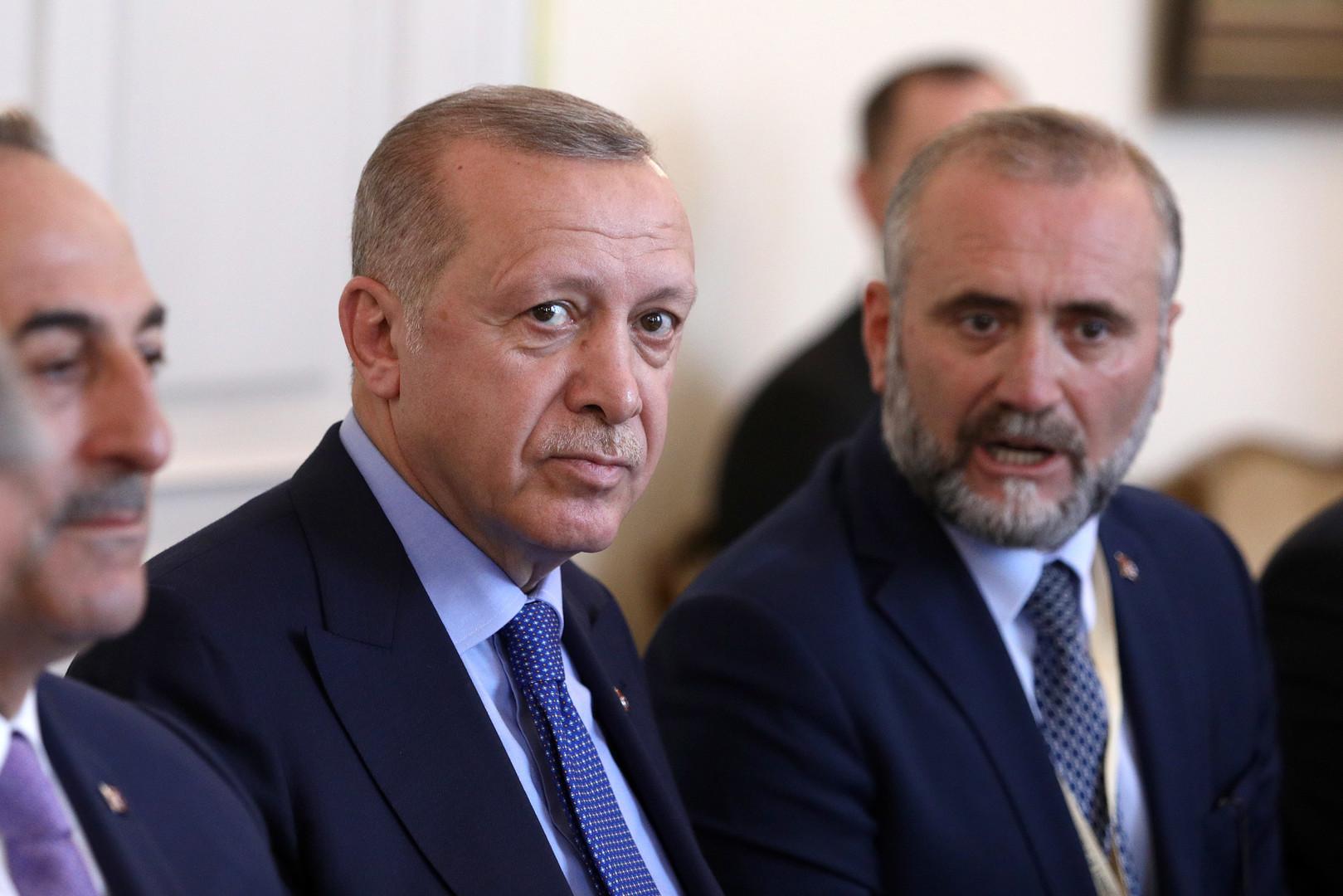 بينّوا لأردوغان البديل: هل تقف الولايات المتحدة وراء المتمردين الثلاثة؟