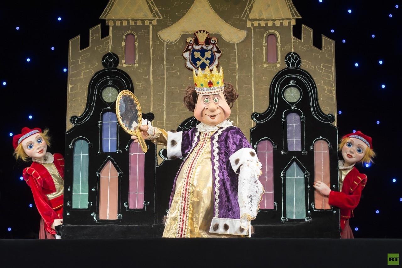 مسرح الحكايات للأطفال يفتح كواليسه ويكشف أسراره