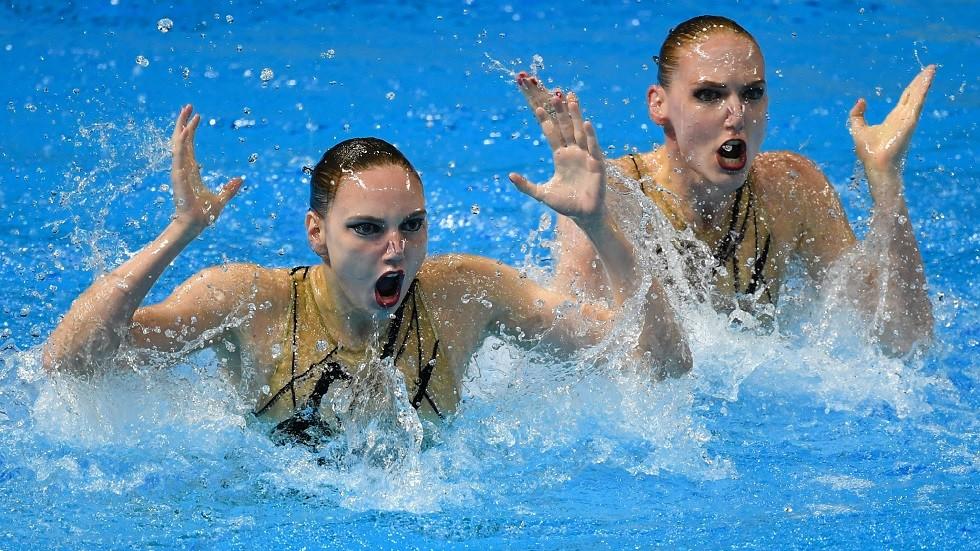 روسيا تحرز ذهبية ثنائي السباحة المتزامنة في بطولة العالم (فيديو)