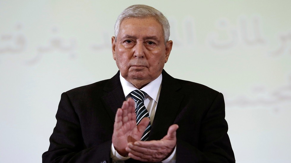 الرئيس الجزائري يرحب بالشخصيات المقترحة لقيادة الحوار