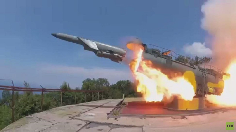 فرقاطة روسية تصد صاروخا ساحليا للعدو المفترض في البحر الأسود