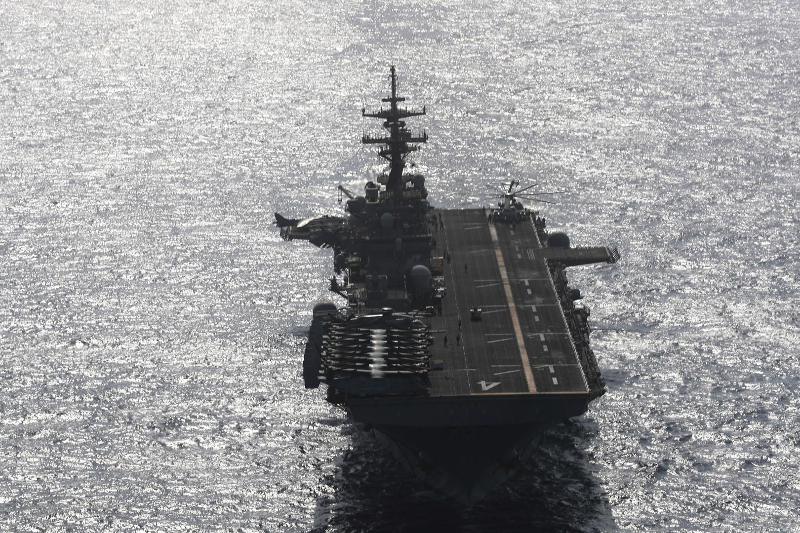 """حاملة الطائرات الأمريكية """"يو أس أس بوكسر"""" في خليج عمان"""