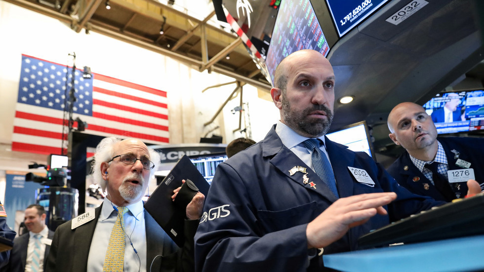مصرف أمريكي: المستثمرون ضخوا 18.3 مليار دولار في السندات والأسهم