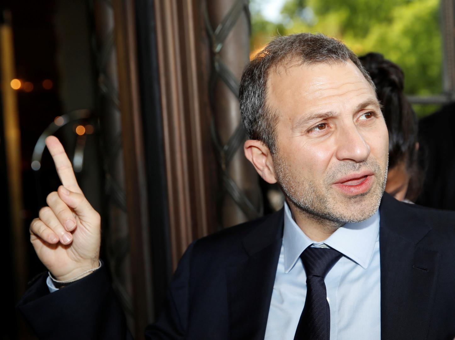 شاهد.. انسحاب وزير خارجية لبنان من مؤتمر أمريكي عند بدء كلمة نظيره الإسرائيلي