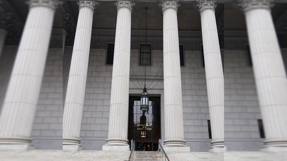 محكمة أمريكية توجه الاتهام إلى