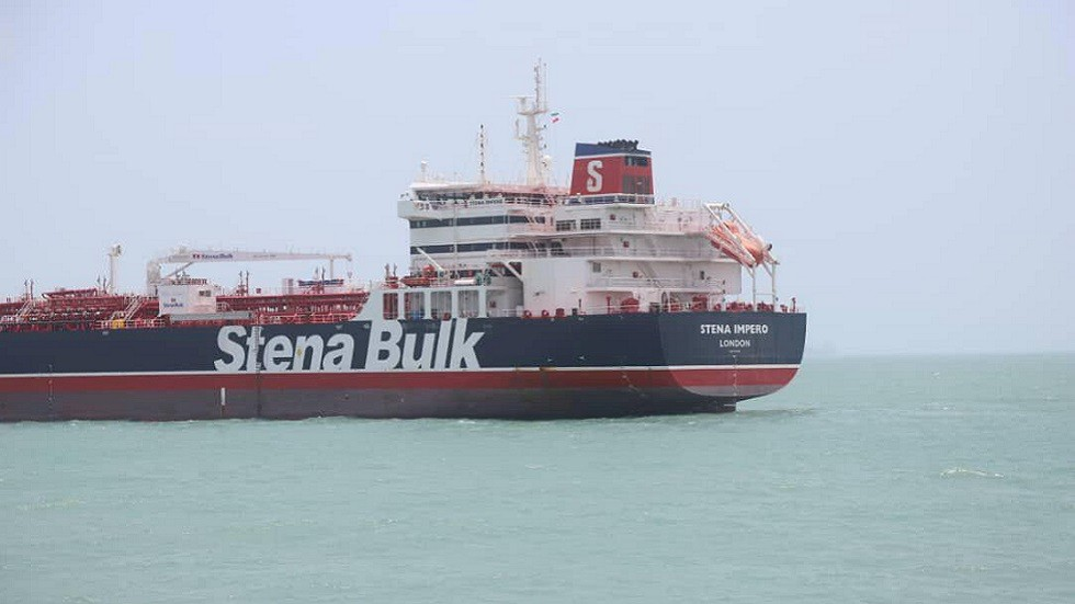 موسكو تعلق على مصير البحارة الروس على متن الناقلة البريطانية المحتجزة