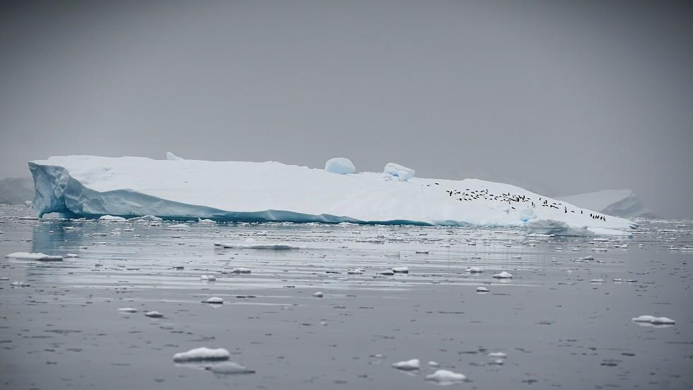 الاحتباس الحراري يذيب جليد القطبين
