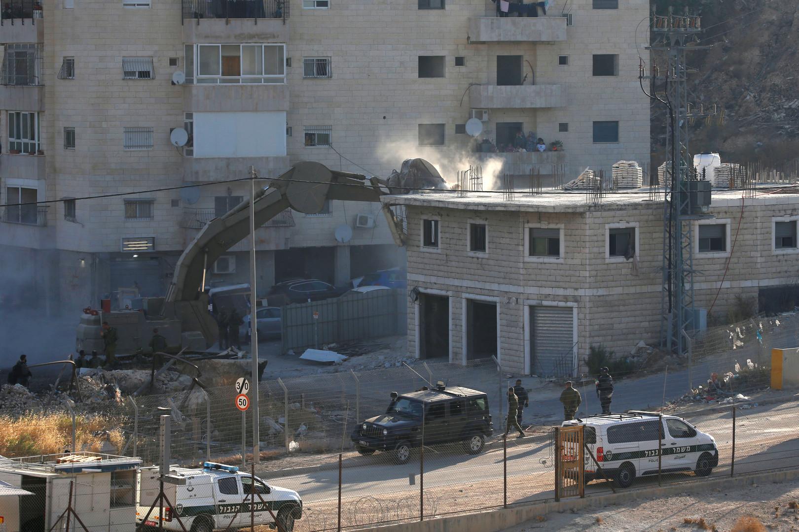 القوات الإسرائيلية تهدم منازل فلسطينيين في قرية صور باهر جنوب القدس
