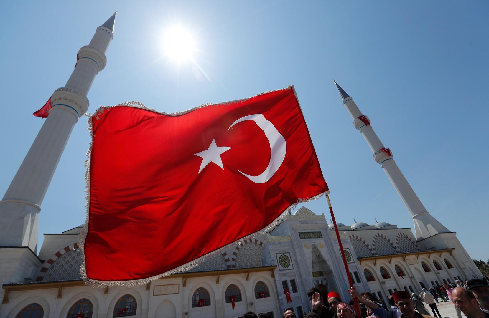 اسطنبول تصدر قرارات مهمة ضد السوريين