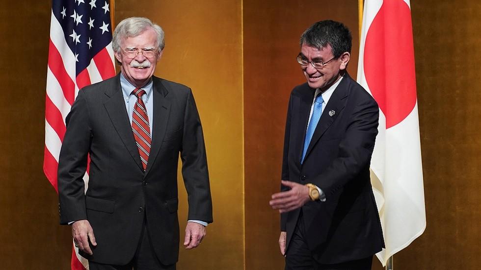 وزير الخارجية الياباني تارو كونو يلتقي مستشار الأمن القومي الأمريكي جون بولتون في طوكيو