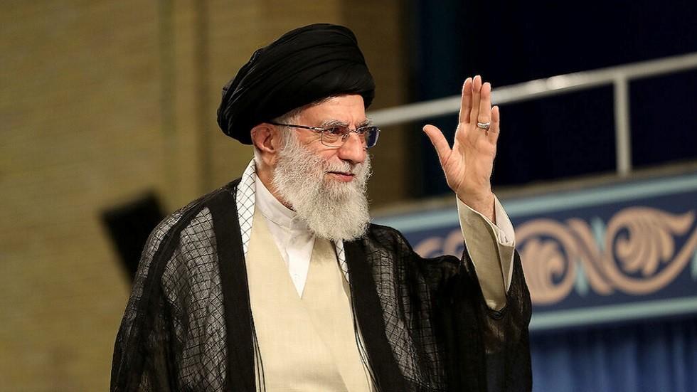 مدير مكتب خامنئي: بريطانيا أرسلت وسيطا إلى طهران للإفراج عن ناقلتها