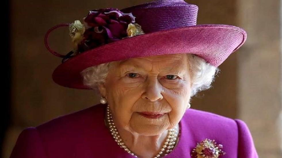 طريقة غير عادية تختار بها الملكة أزياءها يوميا