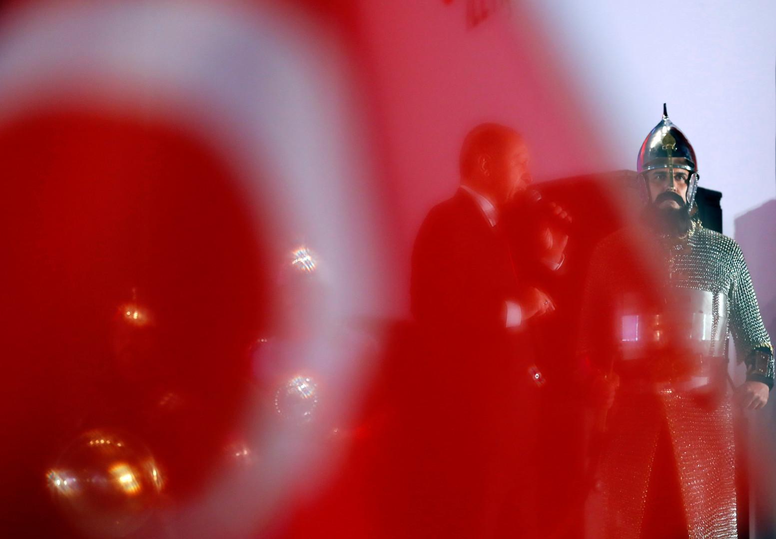 بعد نفي شائعة وفاته.. أردوغان يستقبل رئيس الوزراء الماليزي..
