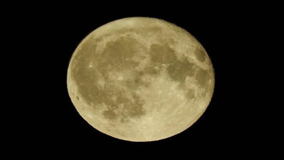 اكتشاف احتياطي هائل على القمر