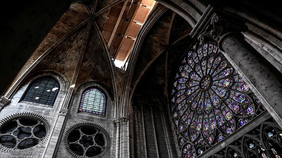كاتدرائية نوتردام الشهيرة في باريس