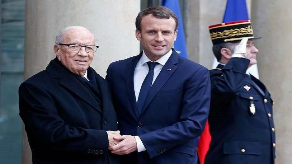 الرئيس الفرنسي إيمانويل ماكرون والرئيس التونسي الراحل الباجي قايد السبسي