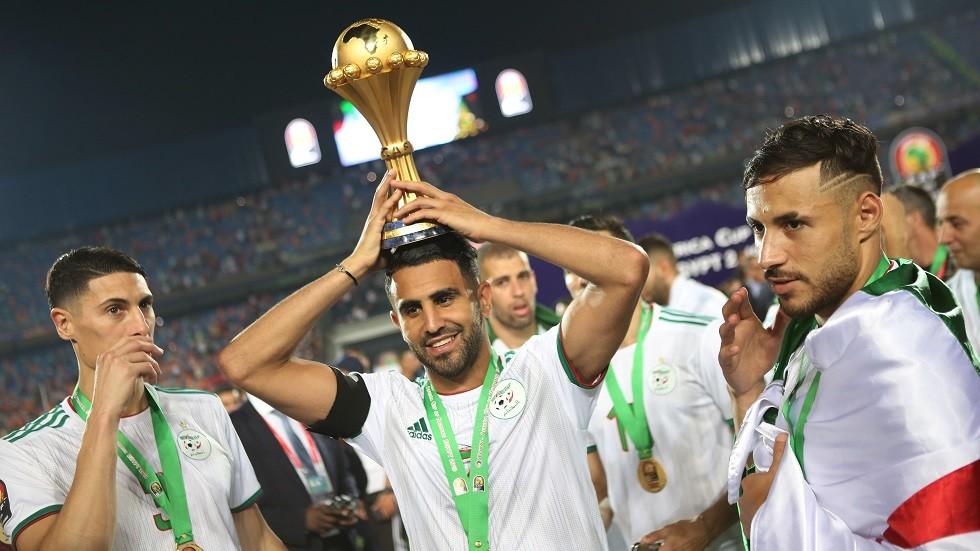 شاهد.. كيف استقبل محرز في باريس بعد تتويجه بأمم إفريقيا مع الجزائر