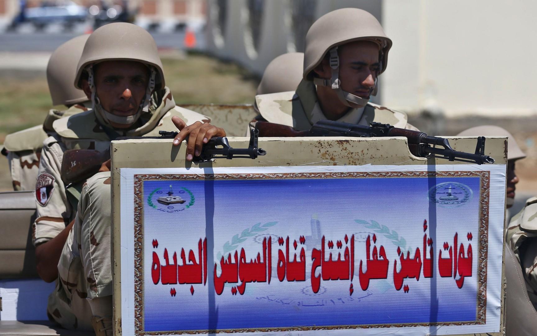 جنود مصريون في قناة السويس
