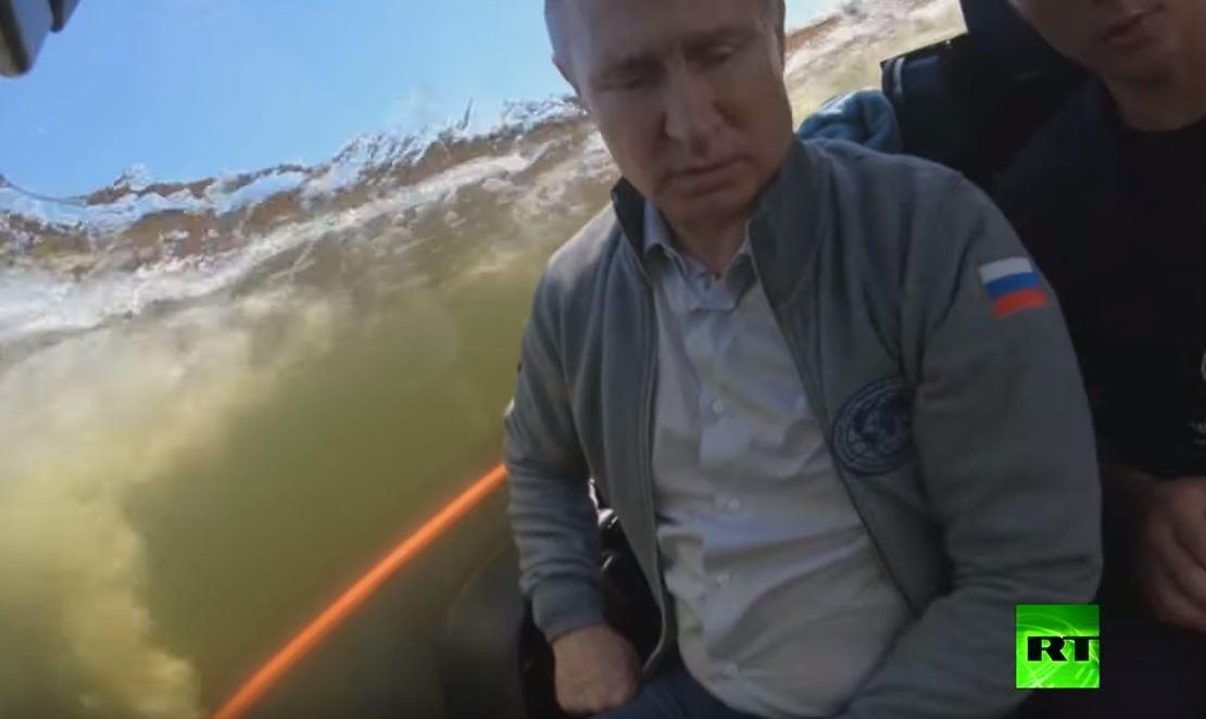 بوتين يغطس لتفقد غواصة تاريخية تعود إلى حقبة الحرب الوطنية العظمى